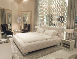 غرفة نوم مودرن من اللون الابيض