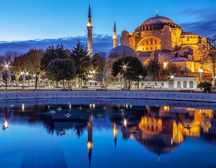 المسافرون العرب تركيا في الشتاء.