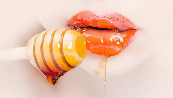 العسل للشفايف