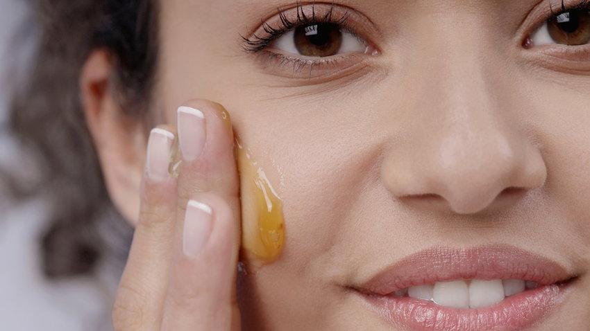 فوائد العسل للهالات تحت العين