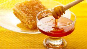 العسل على السرة للقولون