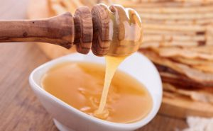 استخدام العسل للاطفال على الريق