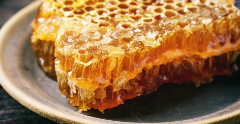 فوائد العسل لجرح الولاده