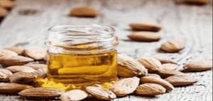 ماسك العسل ونخلطه مع زيت اللوز