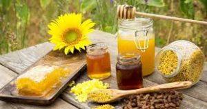 هل تناول العسل للام المرضعة يضر بالطفل؟