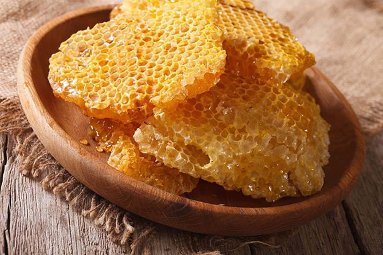 شمع العسل لتكبير الثدي