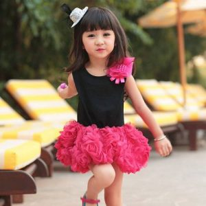أحدث أنماط ملابس الأطفال بفساتين