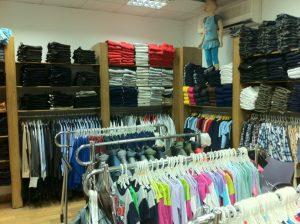 أنواع الملابس للنساء والرجال والأطفال