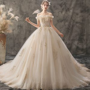 معرض فساتين زفاف في تركيا